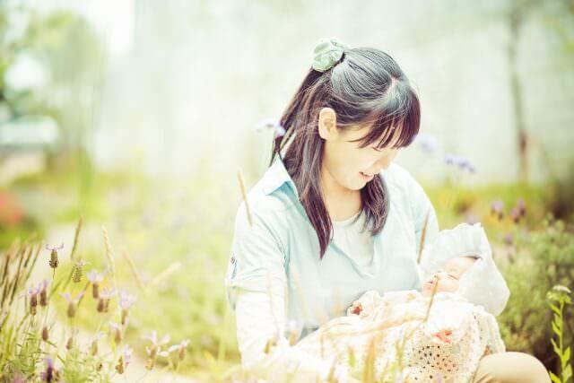 赤ちゃんの正しい授乳姿勢や抱き方まとめ。楽な姿勢が必要な理由とは?